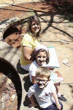 Rafaela Torres, mãe de Júlia e Pedro, rondou papelarias no Plano, em Taguatinga e Ceilândia em outubro   (Ana Rayssa/Esp. CB/D.A Press )