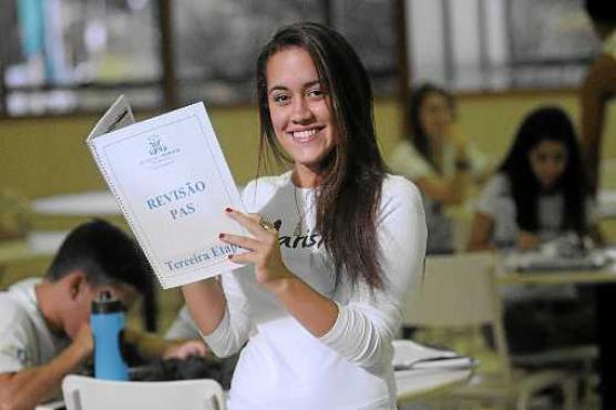 Marina escolheu fazer psicologia no PAS: mesmo depois de dois dias de provas do Enem, ela acordou cedo ontem para continuar se preparando (Minervino Júnior/CB/D.A Press)