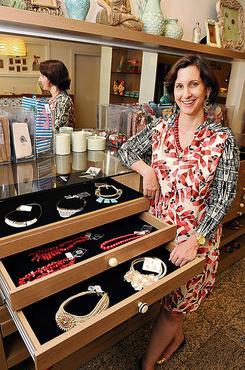 Flávia Fragomeni: bijuterias são opção mais em conta para trabalhar   (Carlos Moura/CB/D.A Press)