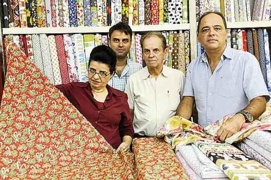 Sileima, Perez, Helio Castro e Helio Júnior: especialistas em tecidos (Marcelo Ferreira/CB/D.A Press )