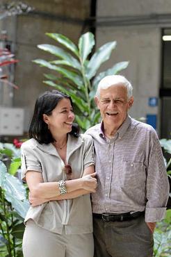 A professora Elmira Simeão, ao lado do mestre Antonio Miranda:  %u201CEle reconhece o potencial das pessoas%u201D (Ana Rayssa/Esp.CB/D.A Press)