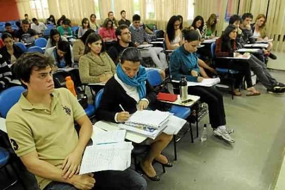 Vestcon em dois momentos: enquanto, em dezembro de 2013, os alunos enchiam as salas de aula, estimulados pelas provas de início de 2014... (Zuleika de Souza/CB/D.A Press - 22/12/13     )