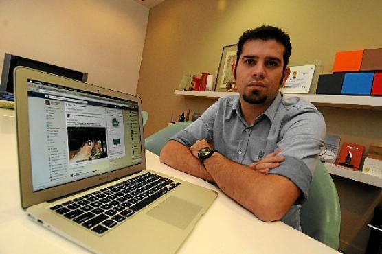 Diretor de Operações de uma agência digital, Marlos Alves avalia o conteúdo das mensagens antes de postá-las nos sites que visita (Euler Junior/EM/D.A Press)
