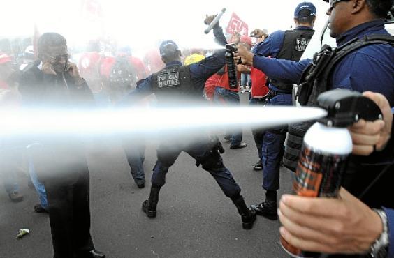 O deputado Vicentinho (PT-SP) foi atingido por spray de pimenta (Carlos Moura/CB/D.A Press)