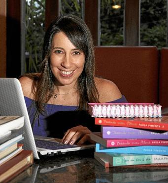 Paula Pimenta investe no nicho há sete anos e tem 21 livros publicados (Divulgação / Editora Autêntica)