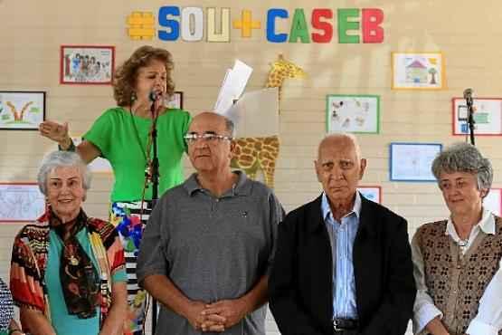 Cosete Ramos faz discurso em homenagem ao colégio: emoção dos professores pioneiros (Claudio Reisi/Esp. CB/D.A Press   )