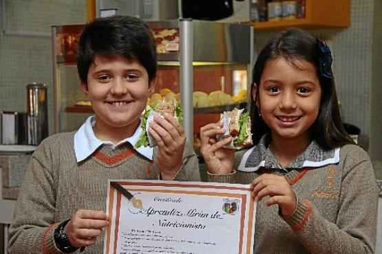 Gabriel e Luísa ganharam certificados de nutricionistas-mirins. No colégio deles, evita-se até brigadeiro nas festas de aniversário (Ana Rayssa/Esp. CB/D.A Press)