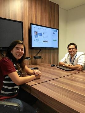 Ana Carolina e Gabriel, funcionários da Ambev, se sentem estimulados a serem criativos (Monique Rodrigues/Grupo Maquina PR)
