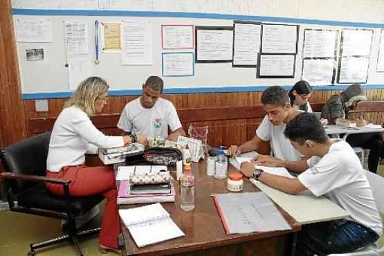 Alunos estudam para a prova, usada na sele��o para acesso a universidades: o Correio publicar� 12 fasc�culos especiais para ajudar na prepara��o (Ana Rayssa/Esp. CB/D.A Press)