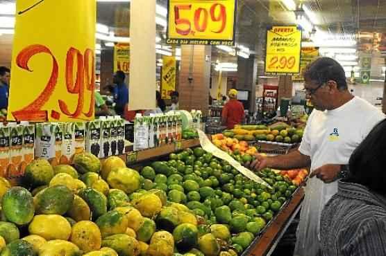 Preço de alimentos é apontado como um dos gastos mais pesados (Antonio Cunha/CB/D.A Press - 15/7/14)
