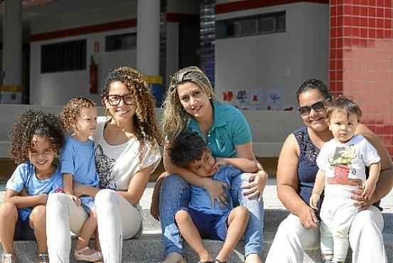A mães Lanusa (E), Sibylla e Fernanda esperaram muito por uma vaga, mas dizem que o esforço compensou