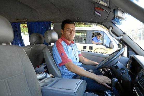 O motorista Vander de Oliveira preocupa-se em seguir as normas para garantir a segurança dos  estudantes