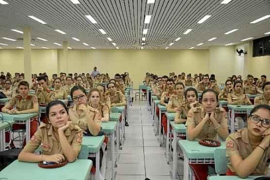 Uniforme impecável e organização são alguns dos valores priorizados no Colégio Militar de Brasília (André Violatti/Esp. CB/D.A Press)