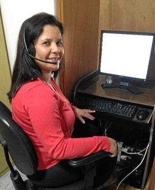 A teleoperadora Cláudia está satisfeita por não perder tempo no trânsito (Arquivo Pessoal)