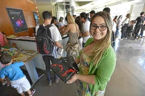 Kethlyn Maia encontrou novos donos para os livros esquecidos (Gustavo Moreno/CB/D.A Press)
