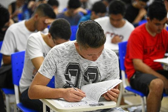 Cerca de 55 mil estudantes fizeram as provas: 3ª etapa é decisiva para 12 mil, que concorrem a 4.222 vagas (Marcelo Ferreira/CB/D.A Press)