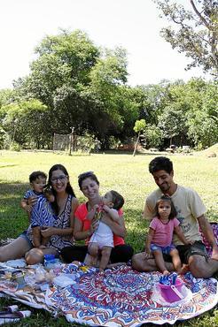 Tatiana Lacerda e familiares: %u201CQuero passar para minha filha esse gosto pela natureza. Cresci assim%u201D (Ana Rayssa/Esp. CB/D.A Press)
