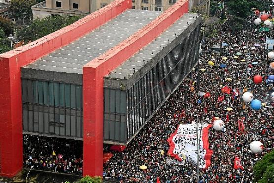 Também no Rio, a pequena manifestante mandou o seu recado (Mauro Pimentel/AFP )