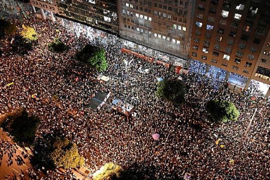 No Rio de Janeiro, uma multidão caminhou da Candelária à Central do Brasil (Mauro Pimentel/AFP)