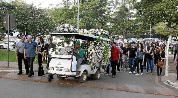O adeus a Debora ocorreu no Cemitério Campo da Esperança (Vinicius Cardoso Vieira/Esp. CB/D.A Press)