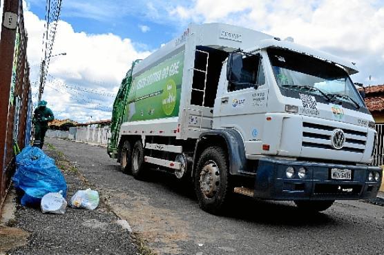 R$ 2.089.999.504,58  Valor estimado da licitação do sistema de lixo da capital     74,1 mil toneladas  Estimativa da quantidade mensal de lixo a ser coletada (Antonio Cunha/Esp. CB/D.A Press -  17/2/14)