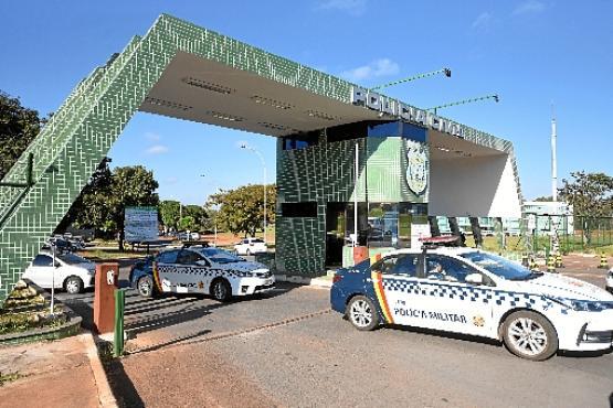 Policiais e promotores, além da Corregedoria da Polícia Militar, cumpriram ontem 17 mandados de busca e apreensão na capital federal (Ed Alves/CB/D.A Press )