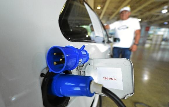 Proposta prevê incentivos para quem  usar carros elétricos no Distrito Federal (Ed Alves/CB/D.A Press - 16/5/17)