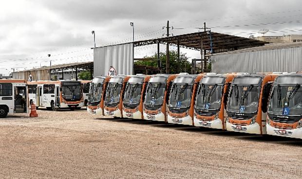 Os ônibus das empresas particulares do DF ficaram parados nas garagens