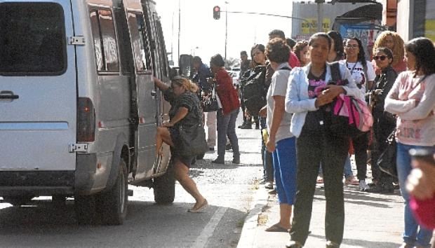 Veículos piratas aproveitaram a falta de transporte público para circular na cidade