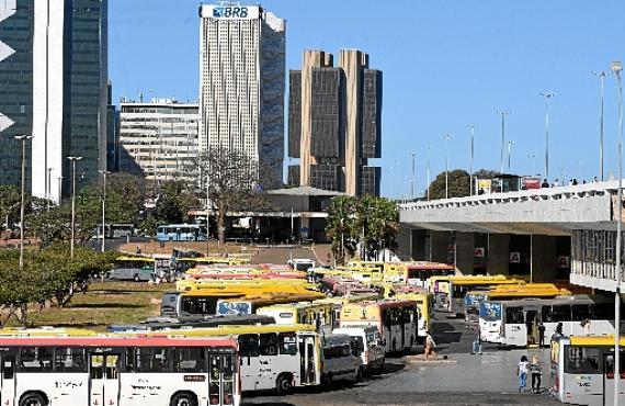 Com a interdição do piso superior, há mais ônibus na plataforma inferior (Ed Alves/CB/D.A Press)