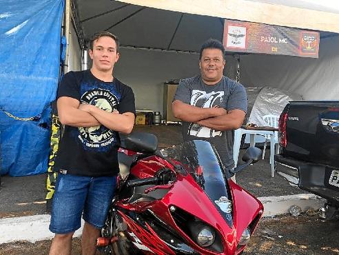 O engenheiro agrônomo Ivair Gomes e o filho Pedro Gomes percorreram 300km (Walder Galvão/CB/D.A Press)