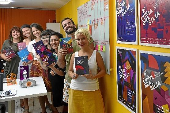 Ana Arruda (D) com equipe: