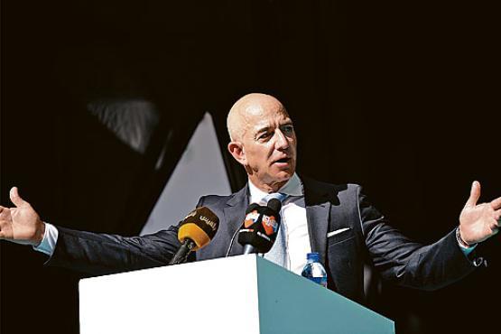 Sem um planeta saudável, nenhum dinheiro do mundo valerá a pena%u201D  Jeff Bezos, fundador da Amazon (Bulent Kilic/AFP)