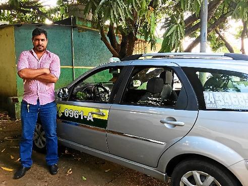 O taxista Jorge Vieira afirma gastar 20% a mais com combustível por conta da interdição (Matheus Ferrari/Esp. CB/D.A Press)