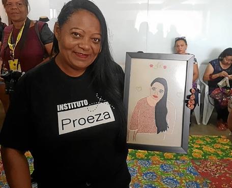 Sem familiaridade com linha e agulha, Neila fez o autorretrato em menos de um mês  (Fotos: Rayssa Brito/Esp. CB/D.A Press )
