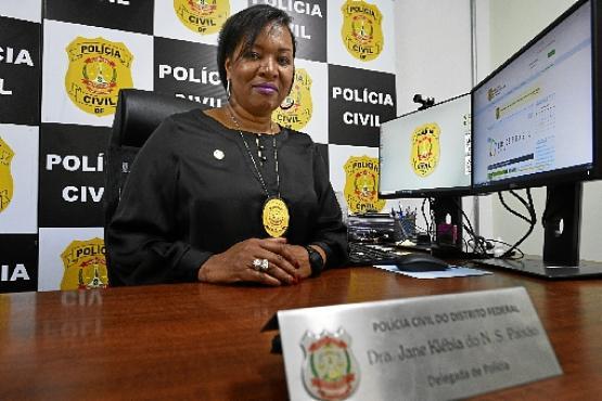 No comando da 6ª Delegacia de Polícia  (Paranoá), Jane se diz realizada, mas não deixou de sentir os efeitos da discriminação: