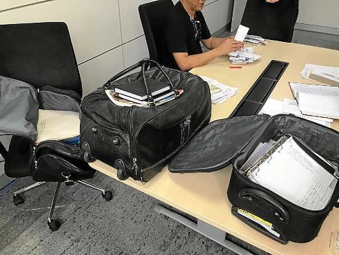 A polícia apreendeu documentos em casas de conhecidos de Deivid Lopes (PCDF/Divulgação)