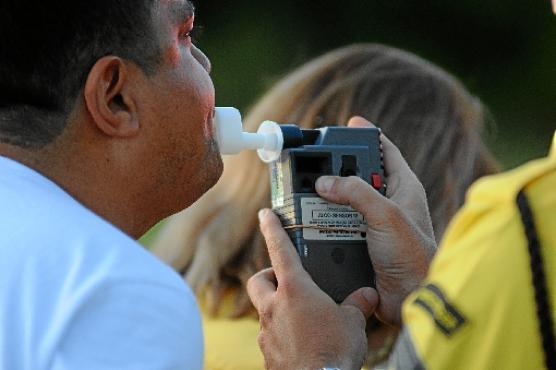 Teste do bafômetro é um dos meio de se comprovar a embriaguez ao volante, de acordo com o CTB (Monique Renne/CB/D.A Press - 10/02/13)