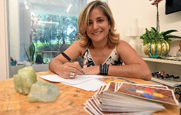Astróloga Nidia Dias-Mendes indica cores e pedras para cada signo