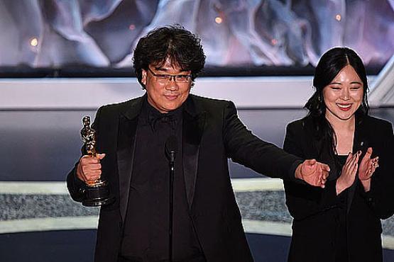 O grande nome da noite foi o do sul-coreano Bong Joon Ho: com Parasita, depois da vitória, em Cannes, promoveu arrastão em Hollywood (Mark Ralston/AFP)