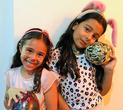 Mesmo longe dos parentes, Isabela e Júlia não deixarão de celebrar a data: enigmas para achar os ovos (Rúbia Pinheiro/Divulgação)