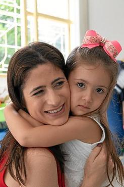 A médica Marli com a filha, Gabriela, 4: lidar com a doença sem medo