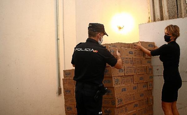 Empresários espanhóis que atuam no Brasil fizeram as doações, que são distribuídas em regiões do DF  (Ana Rayssa/CB/D.A Press)