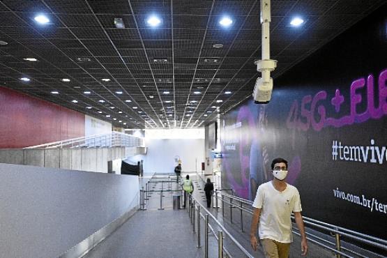 Câmera mede a temperatura de passageiros e verifica se estão de máscara (Minervino Júnior/CB/D.A Press)