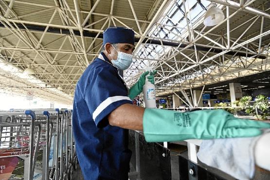 Higienização foi intensificada para evitar a propagação do vírus (Minervino Júnior/CB/D.A Press)