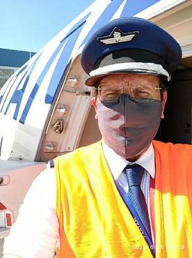 O comandante Celso ajudou a trazer milhões de máscaras para o Brasil (Latam/Divulgação)