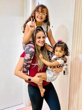 Fabiana malha cinco vezes na semana, às vezes, com as filhas  (Arquivo Pessoal)