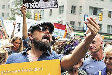 As mobiliza��es contra o aquecimento global se alastraram por 162 pa�ses. O ator Leonardo Di Caprio se juntou aos manifestantes, que pressionam a C�pula das Na��es Unidas, �s v�speras de reuni�o que come�a amanh� em Nova York. (Eduardo Munoz/Reuters)