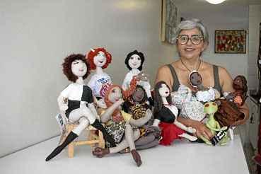 Feitas na Asa Norte, as bonecas de Maria Zi serão vendidas em Berlim, na Alemanha. Ela e uma geração de artesãos brasilienses conquistaram mercado e admiração.  (Ana Rayssa/Esp. CB/D.A Press)