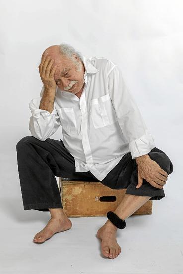 Tonico Pereira celebra 50 anos de carreira com o monólogo O julgamento de Sócrates, no Teatro dos Bancários. (Deca Produções/Divulgação)